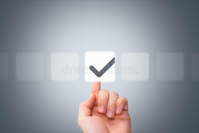 Botão tocante da mão masculina e caixa de verificação de tiquetaque imagens de stock royalty free