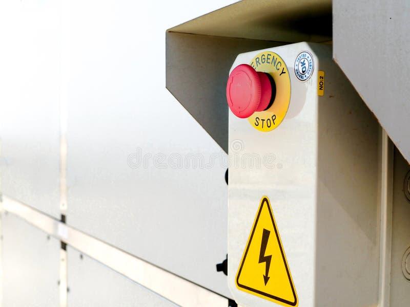 Botão vermelho da emergência para a eletricidade foto de stock