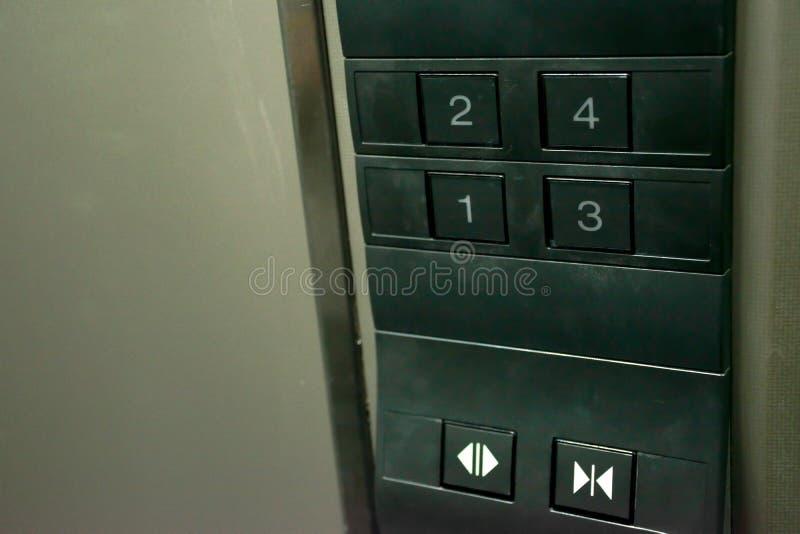 Botón ascendente cercano del número en elevador imagen de archivo libre de regalías