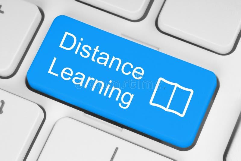 Botón azul del aprendizaje a distancia imagen de archivo libre de regalías