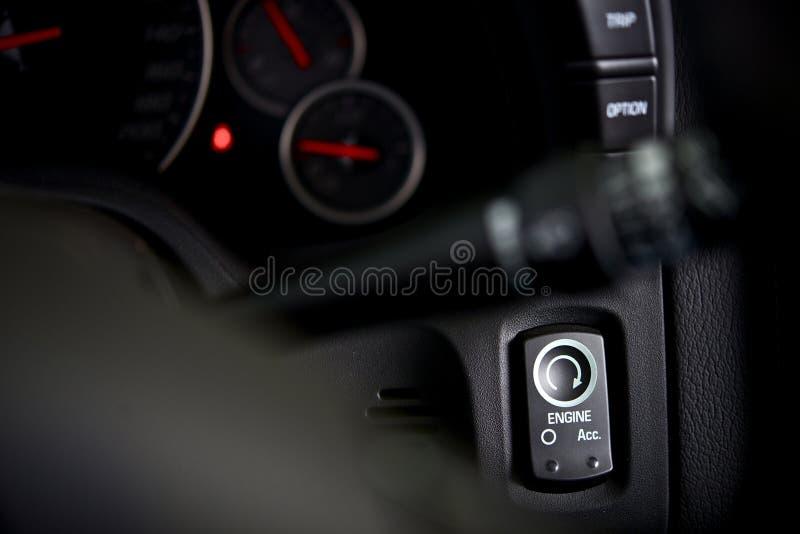 Botón de la ignición del coche fotos de archivo