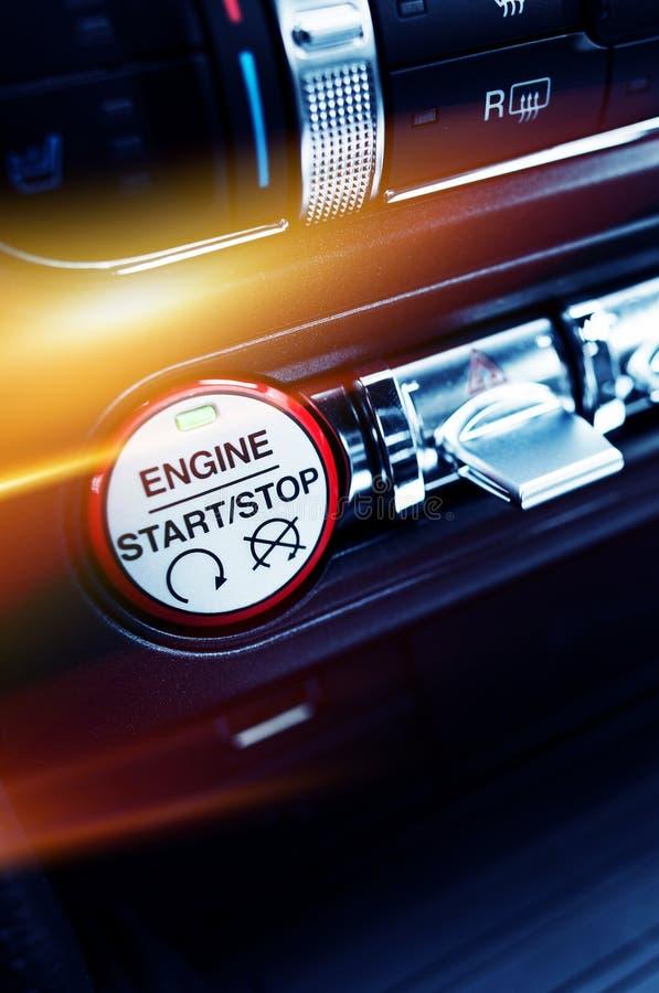 Botón de la ignición del coche imagen de archivo libre de regalías