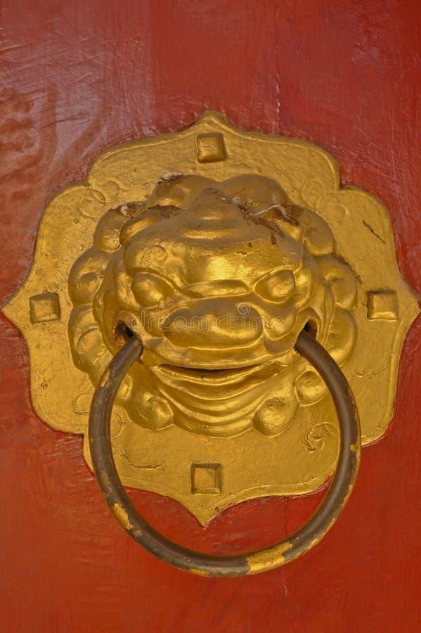 Botón de puerta de oro chino del león foto de archivo libre de regalías