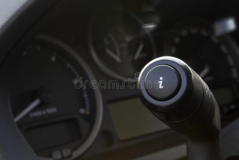 Botón del Info en el coche fotografía de archivo