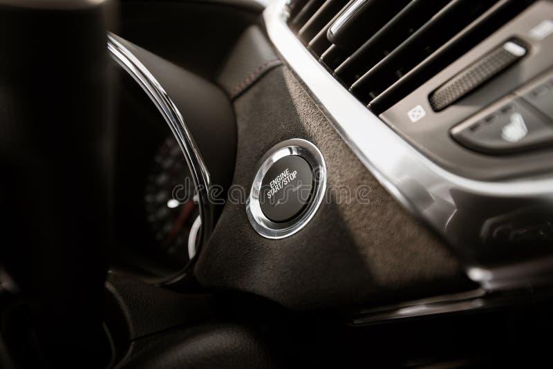 Botón moderno de la ignición del coche foto de archivo libre de regalías