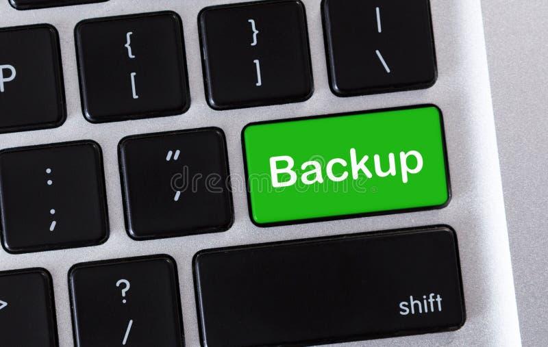 Bot?n verde de reserva en el teclado de ordenador, primer imágenes de archivo libres de regalías