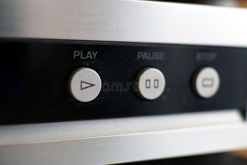 Botões de prata do controle do leitor de cd na foto preta do close up imagem de stock