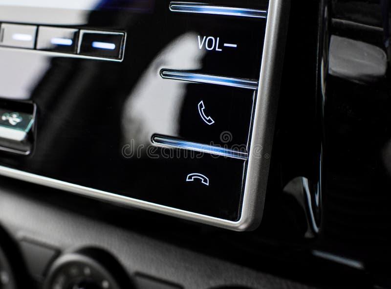 Botões do controle do telefone no painel de controle dos multimédios imagens de stock royalty free