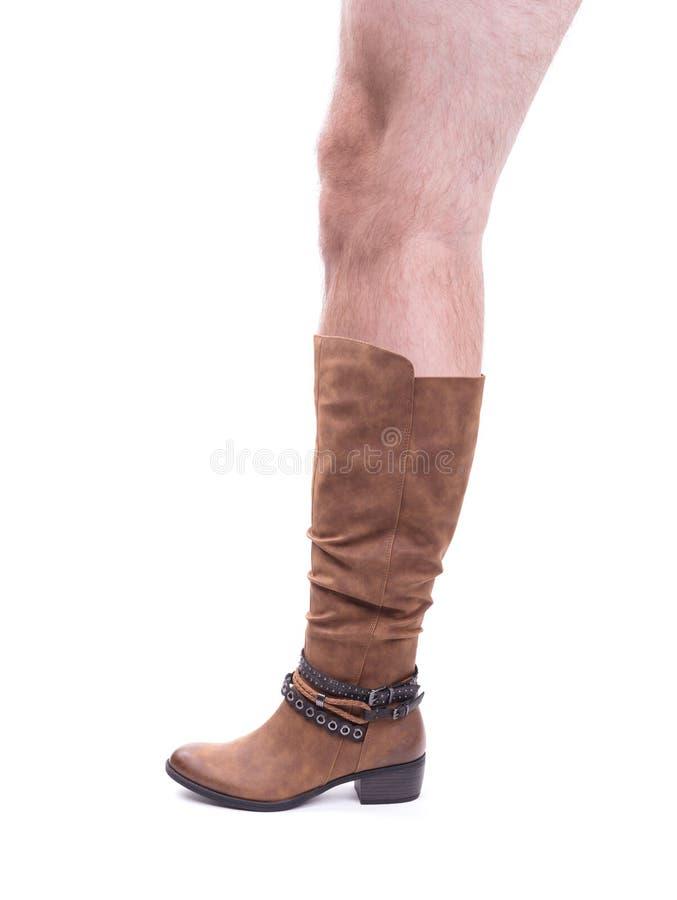 A bota de couro alta das mulheres com pé peludo de um homem fotos de stock royalty free