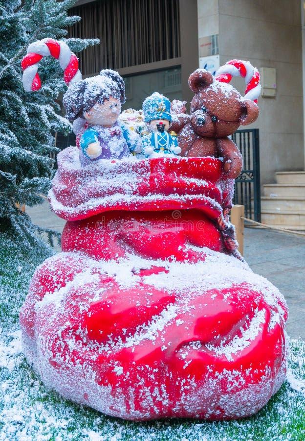 Bota y juguetes rojos de Santa Claus imágenes de archivo libres de regalías