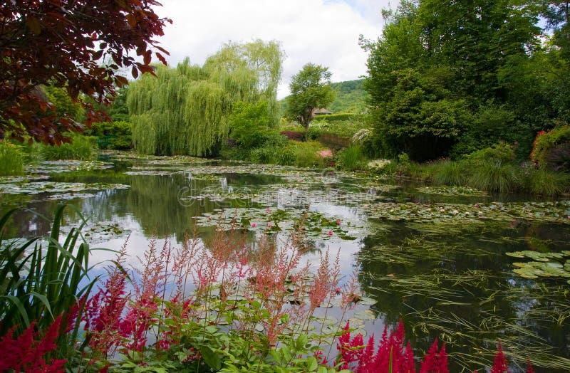 Botanisk trädgård av målaren Monet i Giverny, Frankrike royaltyfri foto