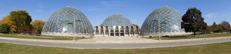 botaniska kupoler arbeta i trädgården panorama- arkivbild