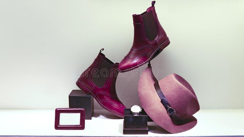 Botas de couro, chapéu e relógio de pulso para senhoras fotos de stock royalty free