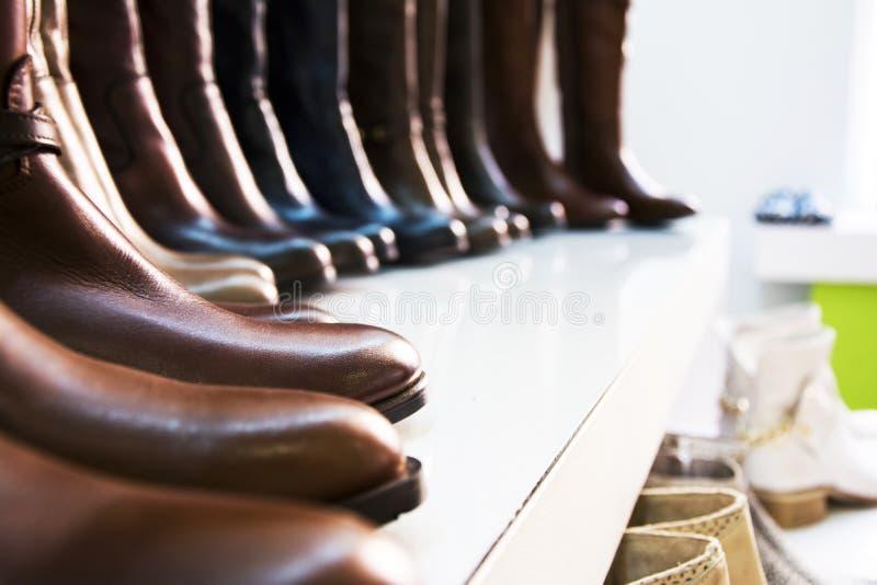 Botas de couro das mulheres imagens de stock royalty free