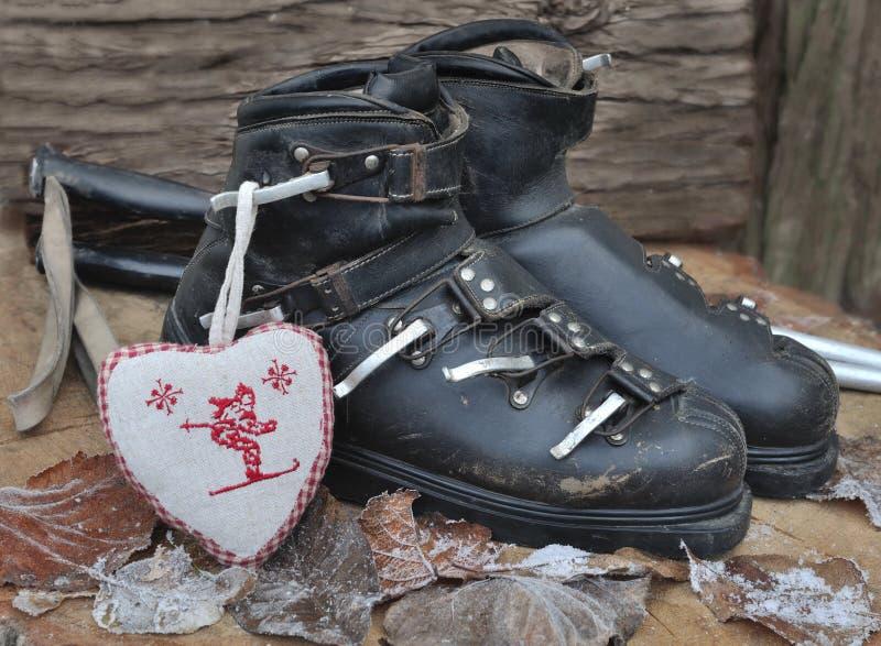Botas de esquiar viejas foto de archivo libre de regalías