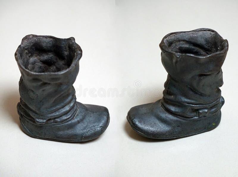 Botas do molde do ferro fundido Cor preta foto de stock royalty free