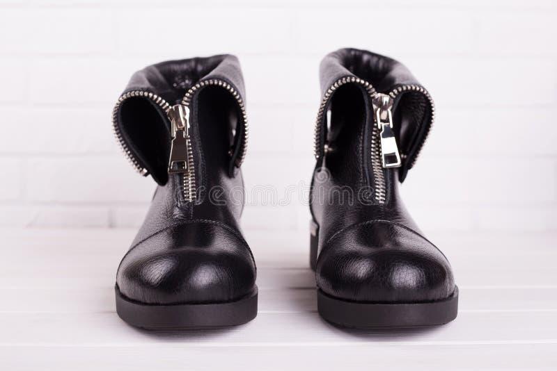 Botas do tornozelo no preto fotografia de stock