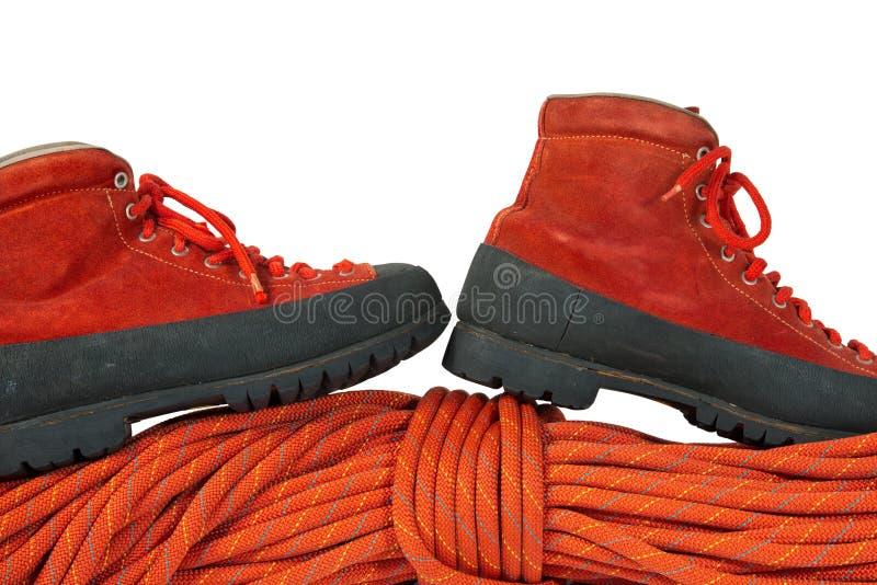 Botas e corda do alpinismo fotografia de stock