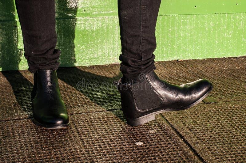 Botas negras del vintage de los pantalones y de las señoras imagen de archivo