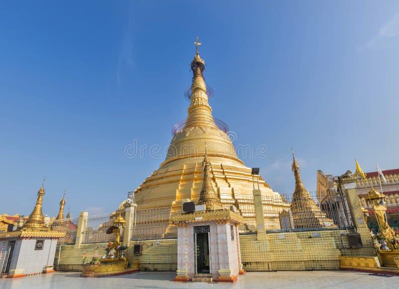 Botataung paya公开大金黄塔在仰光,缅甸 免版税库存图片