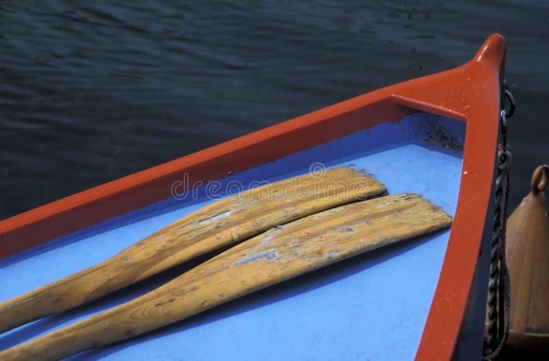 Bote de remos en un lago fotos de archivo