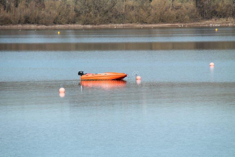 Bote de salvamento anaranjado foto de archivo