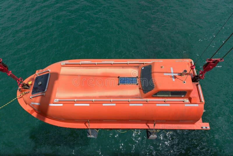 Bote salvavidas después de operaciones de rescate fotos de archivo