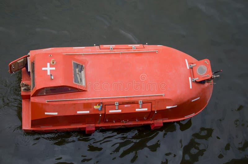 Download Bote salvavidas en el mar imagen de archivo. Imagen de excepto - 42446037