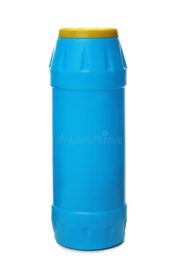 Botella con el polvo de la limpieza aislado en blanco foto de archivo libre de regalías