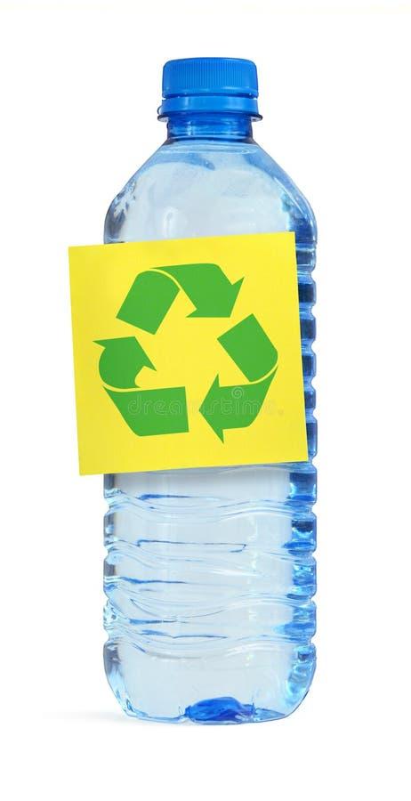 Botella con símbolo del recyle imagen de archivo
