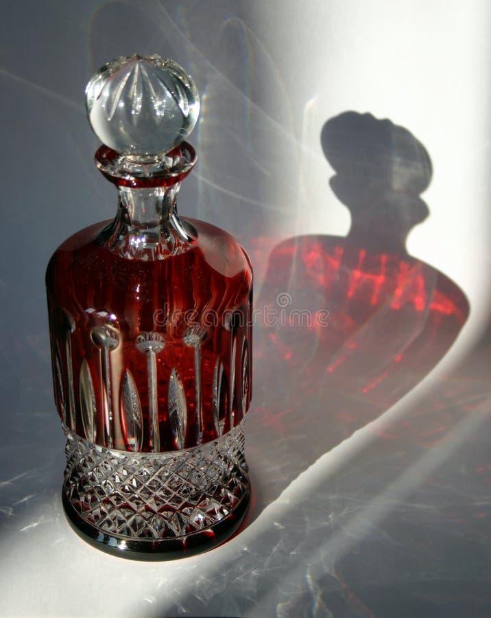 Botella cristalina imagen de archivo libre de regalías