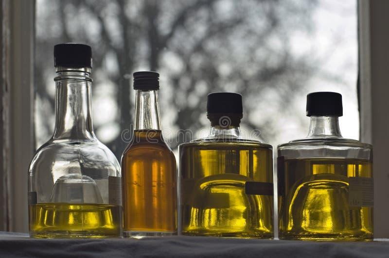 Botella cuatro de aceite de oliva imágenes de archivo libres de regalías