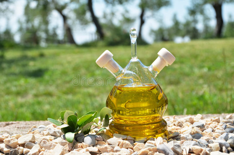 Download Botella de aceite de oliva foto de archivo. Imagen de aceitera - 41907202