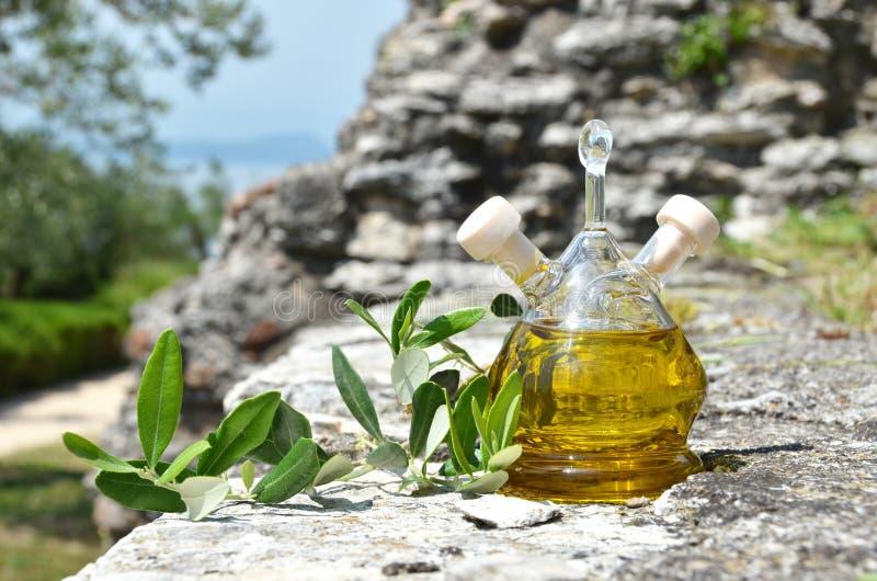 Download Botella de aceite de oliva foto de archivo. Imagen de fresco - 41907206