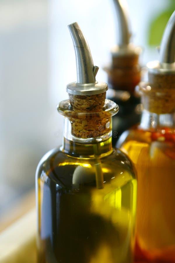 Botella de aceite de oliva virginal adicional fotografía de archivo