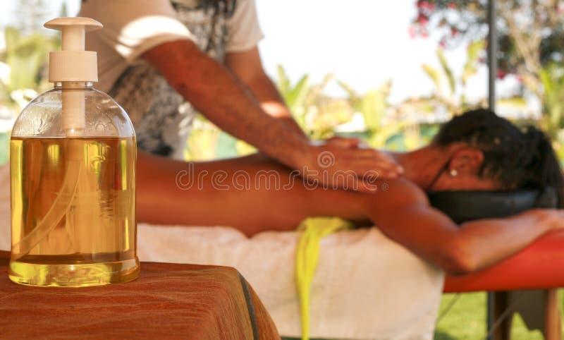 Botella de aceite del masaje foto de archivo