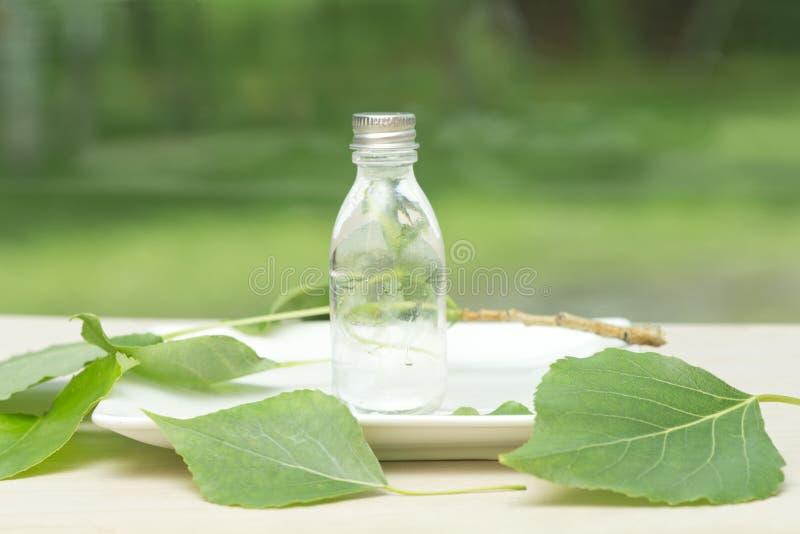 Download Botella de aceite esencial foto de archivo. Imagen de hierba - 41916578