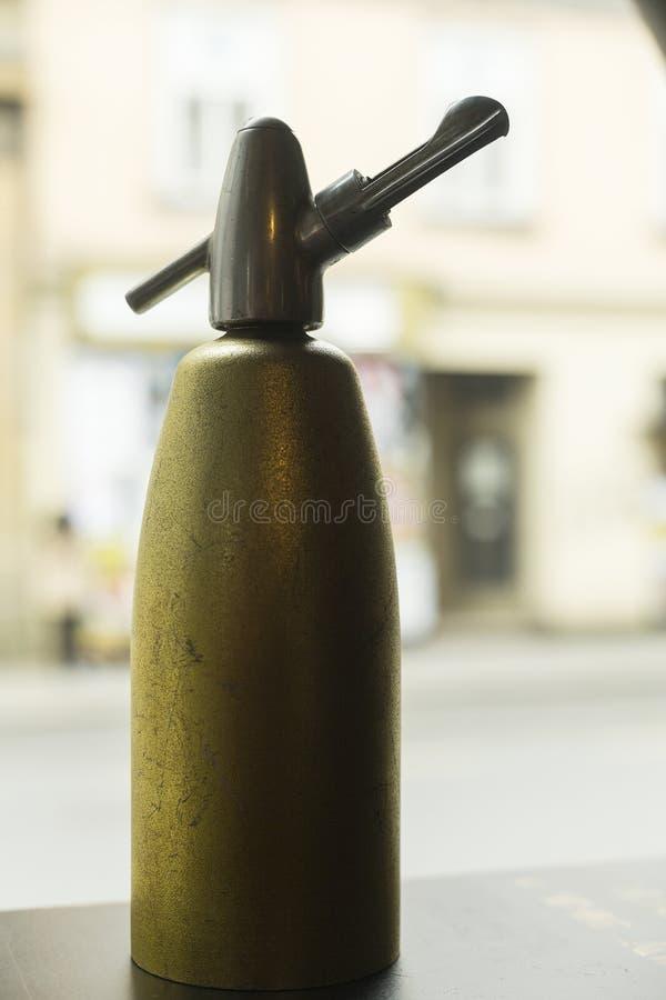 Botella de agua antigua de la soda foto de archivo libre de regalías