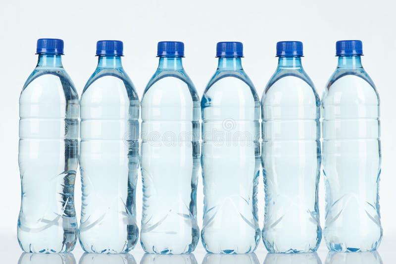 Botella de agua azul clara limpia fotos de archivo libres de regalías