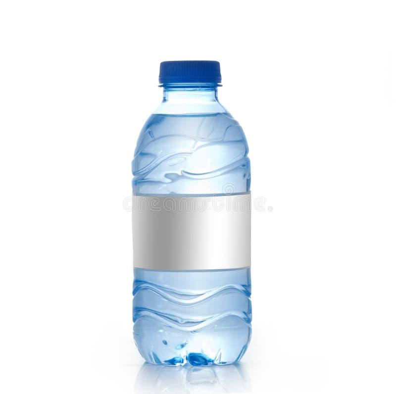 Botella de agua de la soda con la escritura de la etiqueta en blanco Aislado en blanco fotos de archivo