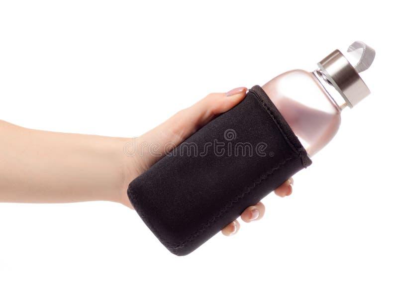 Botella de agua en una mano fotografía de archivo
