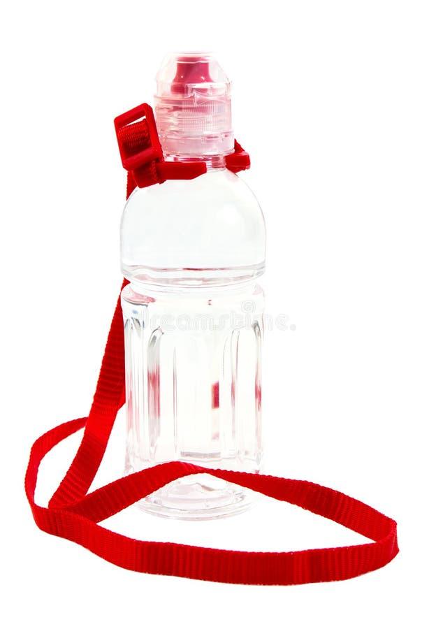 Botella de agua plástica del niño con la correa de hombro aislada en el fondo blanco fotografía de archivo libre de regalías