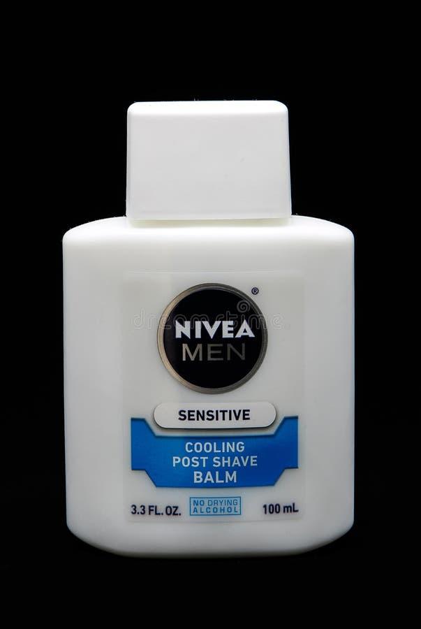 Botella de bálsamo sensible del afeitado de los posts de Nivea imagen de archivo