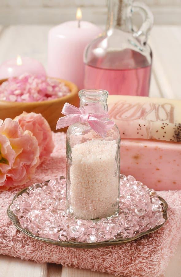 Botella de caviar rosado del baño imagenes de archivo