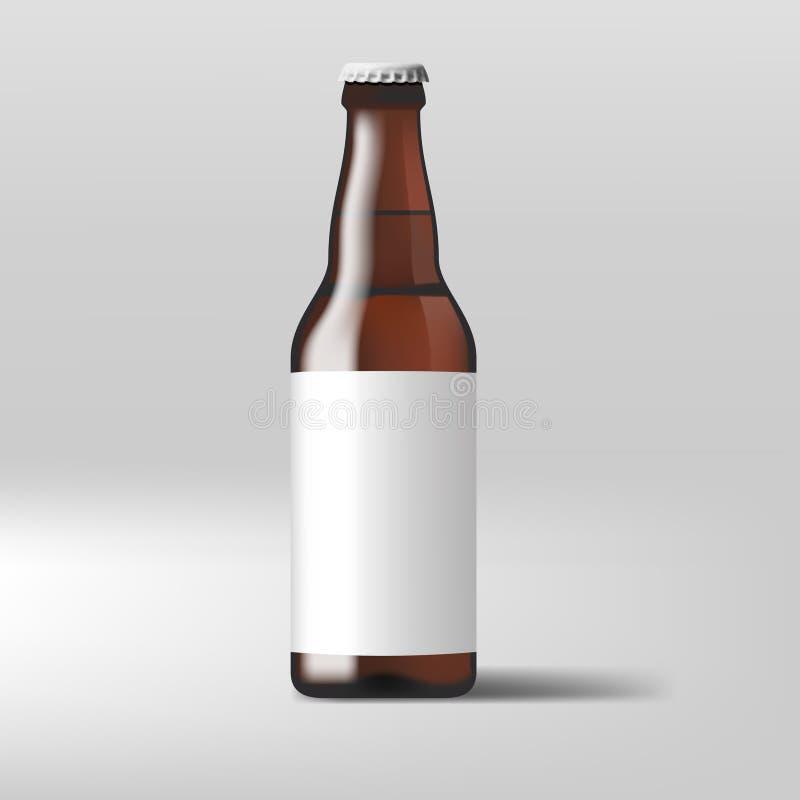 Botella de cerveza clara realista con la etiqueta blanca stock de ilustración