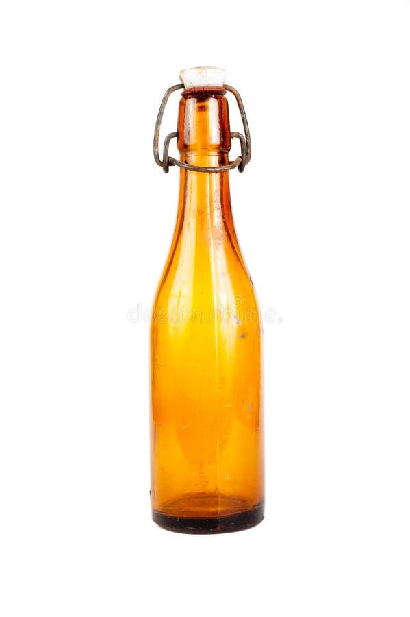 Botella de cerveza marrón vieja aislada fotos de archivo libres de regalías