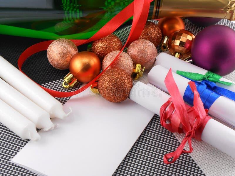 Botella de Champán, tarjeta del Año Nuevo, decoración de la Navidad foto de archivo