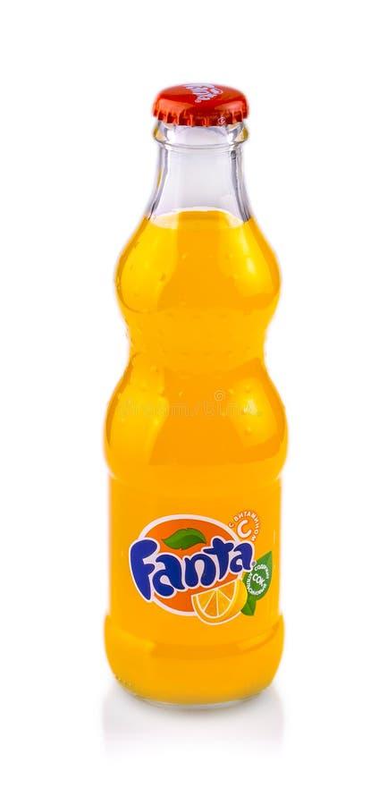 Botella de cristal de Fanta en el fondo blanco foto de archivo