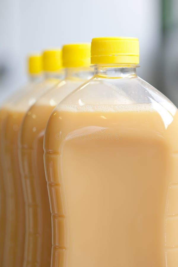 Botella de huevo líquido imagen de archivo libre de regalías
