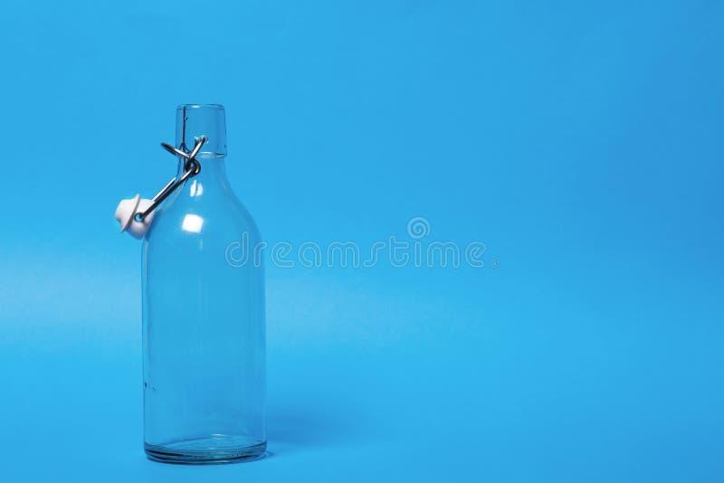 Botella de leche vac?a imagen de archivo libre de regalías